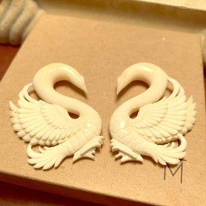 0g Bone Tawapa Earrings 🖤